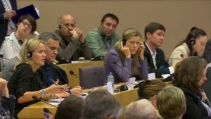 EU-parlamentin Panama-komitea kuuntelee useita eurooppalaisia toimittajia Panaman papereista
