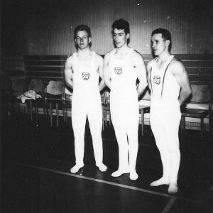 Martti Mansikka (vas.), Hannu Rantakari ja Kalevi Suoniemi olivat aikansa suomalaisia huippuvoimistelijoita.
