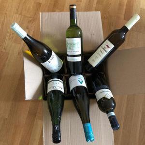 En låda med vittvin