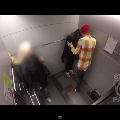 Sthlm Pandas senaste video testar hur folk reagerar när de blir vittnen till våld i hissen.