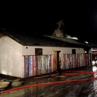 Sipoonjoen koulu i skola brinner