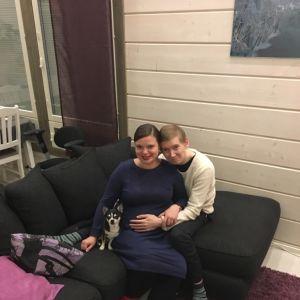SuomiLOVEn 1. kaudella tutuiksi tulleet Katri ja Erno odottavat ensimmäistä lastaan.