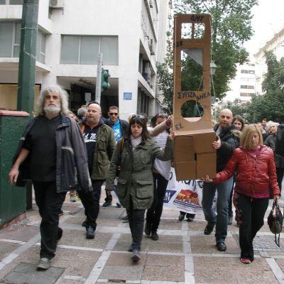 Kommunistisen ammattiliikkeen edustajat vaativat hallitusta ja EU:ta giljotiiniin.