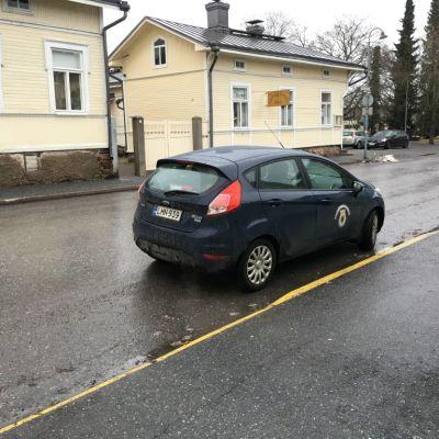 Pysäköinninvalvonnan auto Porissa 10.2.2016.