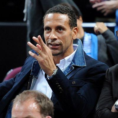 Jalkapalloilija Rio Ferdinand katsomossa.