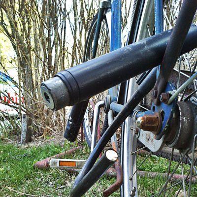 Rikottu polkupyörän lukko.