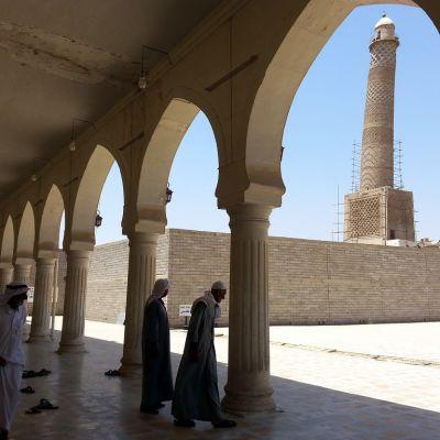 Al-Nurin moskeijan maamerkki kalteva minareetti.