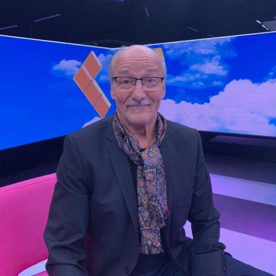 Toimittaja Kari Lumikero Puoli seitsemän -ohjelmassa