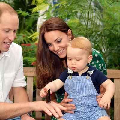 Prinssi William Cambridgen herttuatar Cathrinen kanssa kuvattuna 2. heinäkuuta prinssi Georgen kanssa Lontoon luonnontieteellisessä Museossa.