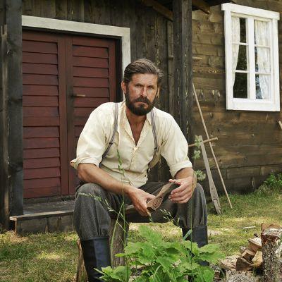Jos vaikuttaa siltä, että näyttelijä Tommi Korpela esiintyy jatkuvasti kotimaisissa elokuvissa, olet oikeassa. Kuva Ikitie -elokuvan kuvauksista. Elokuva tulee ensi-iltaan syyskuussa.