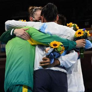 Mira Potkonen får medalj i OS i Tokyo.