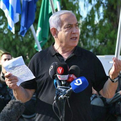 Benjamin Netanyahu talar med israelisk gränspolis i Lod 13.5.2021