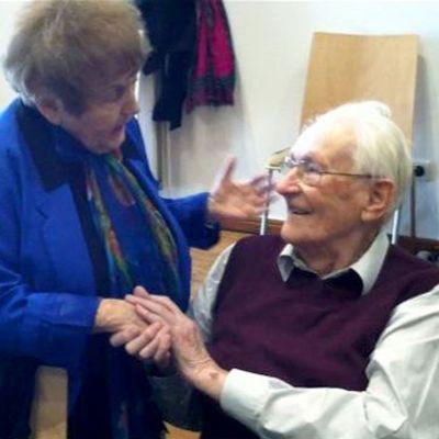 Auschwitzissa vankina ollut Eva Kor ja SS-joukkoihin kuuluneena vartijana ollut Oskar Göring tapasivat oikeudenkäynnissä Saksassa 23.huhtikuuta.