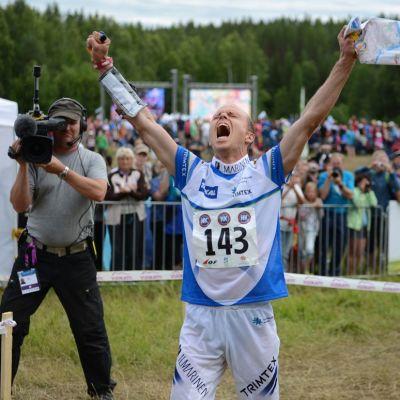 Jani Lakanen tuulettaa Vuokatin MM-kisoissa