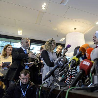 Syyrian neuvottelujen lehdistötilaisuus Genevessä.