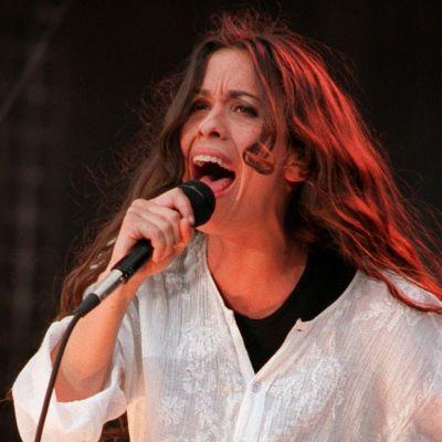 Alanis Morrissette kuvattuna esiintyessään Masters of Music -konsertissa Hyde Parkissa heinäkuussa 2014.
