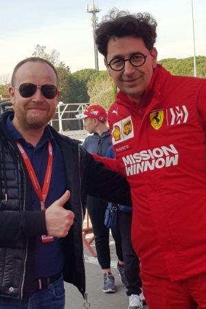 Tony Svartsjö tillsammas med Ferrari-chefen Mattia Binotto i Barcelona.