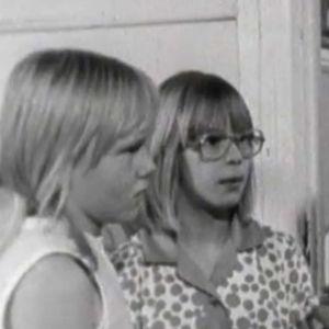 Tuulevi ja Eija Sormunen opettajan palaverissa.