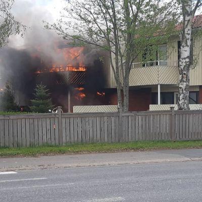 Rivitalon tulipalo Vaasassa