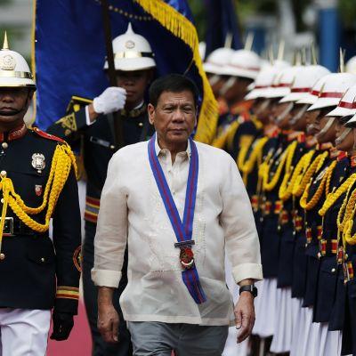 Presidentti Rodrigo Duterte vastaanotti kunniakomppanian Quezon Cityn kaupungissa kesäkuun lopulla.