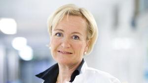 Ylilääkäri Johanna Mattson HUSin Syöpäkeskuksesta.