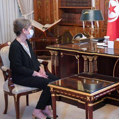 Najla Bouden Tunisian ensimmäinen naisministeri presidentti Kais Saiedin kanssa.