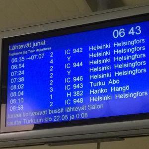 Tågtidtabell visar förseningar