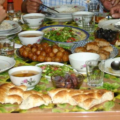 Ramadanin iftar-ateria Koillis-Turkissa, AYderin ylängöllä.