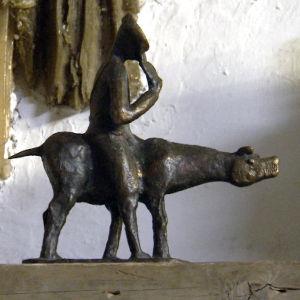 Ossi Somma otti kantaa ratsastajapatsaskulttiin vaihtamalla hevosen sikaan.