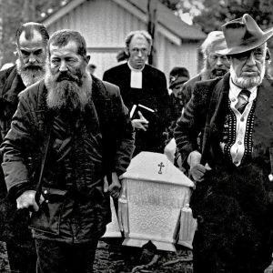 Legendaarisen kullankaivaja Pellervo Kankaisen hautajaiset.
