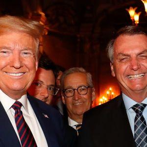 Brasiliens president Jair Bolsonaro, hans pressekreterare Fabio Wajngarten och   President Donald Trump vid Trumps  fritidsbostad i Mar-a-Lago,  Palm Beach, USA den 7 mars 2020 March 2020.