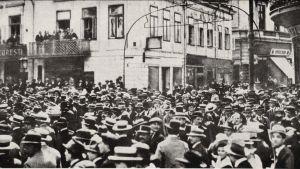 Demonstrationer i Bukarest för Rumäniens deltagande i Första världskriget på ententens sida.