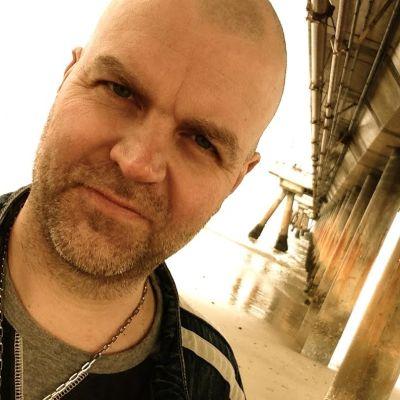 Nöjesproducent Niklas Rosströmen av årets Sommarpratare i Radio Vega