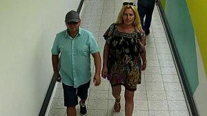 Polisen söker mannen och kvinnan på bilden.