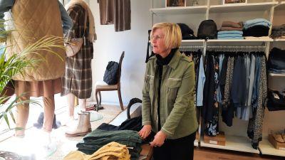 Anna Nordberg-Henttala i sin klädbutik i Borgå.