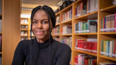 Carlene Mutiganda blev till en början väldigt sårad när andra elever använde n-ordet i skolan.  Nu när det händer ofta försöker hon ignorera det.