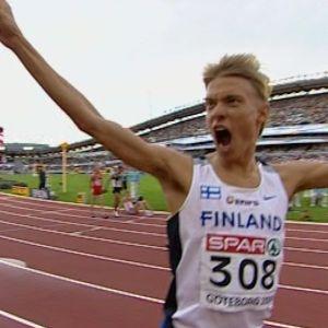 Jukka Keskisalo juhlii Euroopan mestaruuttaan 2006
