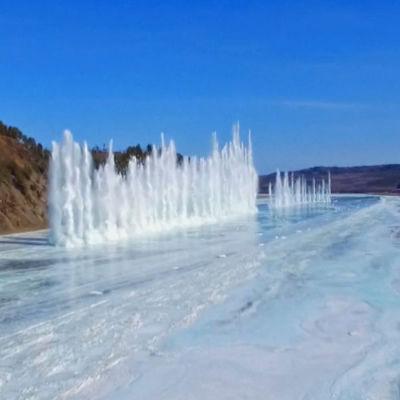 Is på Amurfloden sprängs för att undvika isdammar och isvallar.