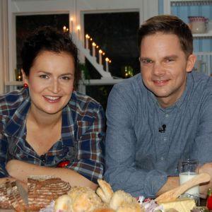 Anne och Martin bakar surdegsbröd i Strömsös kök
