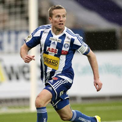 Sebastian Sorsa trivs på fotbollsstadion i Åbo.