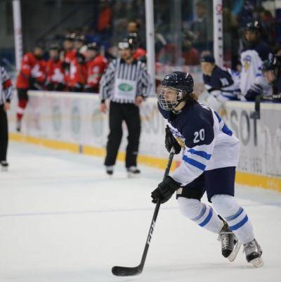 Linus Nyman är ytter i Finlands U18 landslag i ishockey.