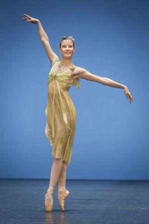 Balettdansaren Ida Viikinkoski i Paris