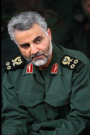 En äldre man i en utländsk generalsuniform. Han har grått hår och grått skägg.