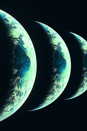 Flera jordklot bredvid varandra.