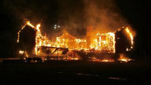 Det planerade flyktingboendet i brand i den nedlagda skolan i Ljungby, Sverige.