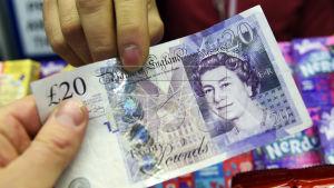 Trots medlemskap i EU har britterna behållit sitt pund