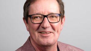 Heikki Tenhu som är polymerkemist och professor vid Helsingfors Universitet.