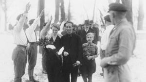 Hitlers propagandamininster Joseph Goebbels gifter sig med hustrun Magda år 1931