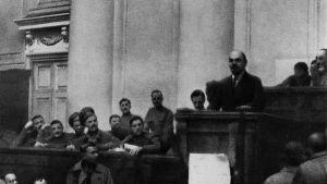 Lenin i Tauriska palatset i Petrograd
