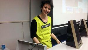 Teresa Backas på Decibel iklädd färgglad t-skjorta i föreläsningssal